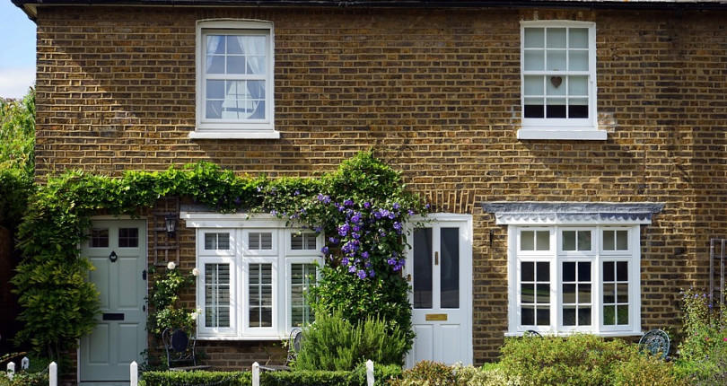 The process of buying a house in UK timeline